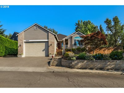 Clackamas Single Family Home For Sale: 12855 SE Bluff Dr
