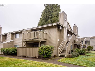 Eugene Condo/Townhouse For Sale: 2024 Lake Isle Dr #Bldg9