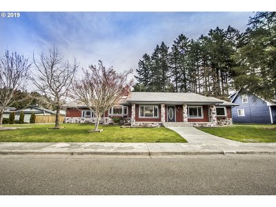 Brookings Single Family Home For Sale: 950 Helen Ln