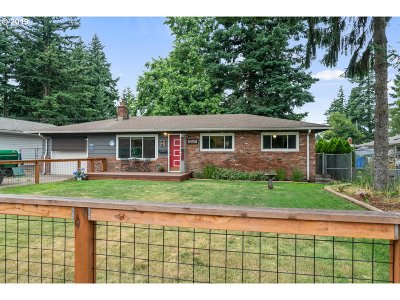 Portland Single Family Home For Sale: 225 NE 183rd Pl