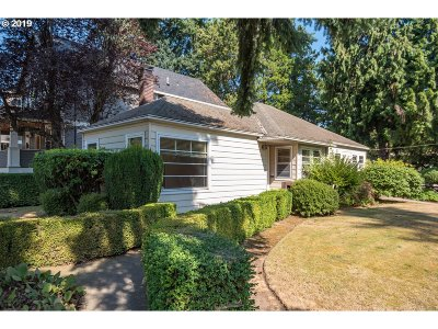 Portland Single Family Home For Sale: 4435 SE Tibbetts St