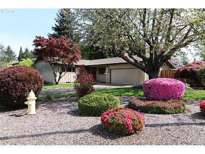 Milwaukie Single Family Home For Sale: 15096 SE Bevington Ave