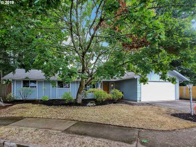 Portland Single Family Home For Sale: 1928 SE 149th Ave