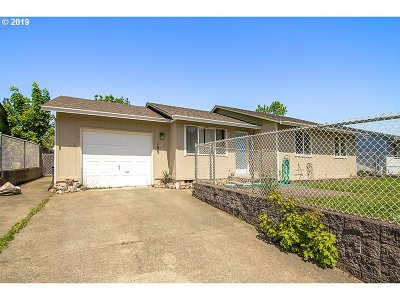 Sutherlin Single Family Home For Sale: 199 Camas Ct