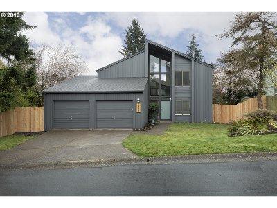West Linn Single Family Home For Sale: 2377 Pimlico Dr