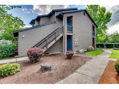 Beaverton Condo/Townhouse For Sale: 9335 SW 146th Ter #G8