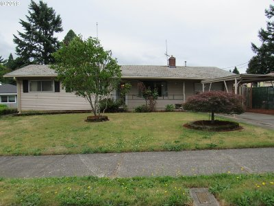 Portland Single Family Home For Sale: 220 NE 190th Ave