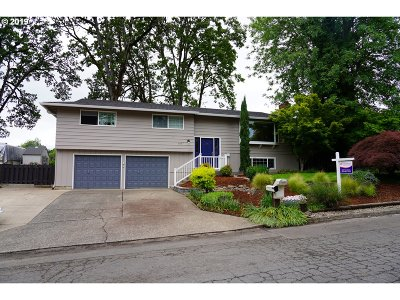 Milwaukie Single Family Home For Sale: 5457 SE Colony Cir