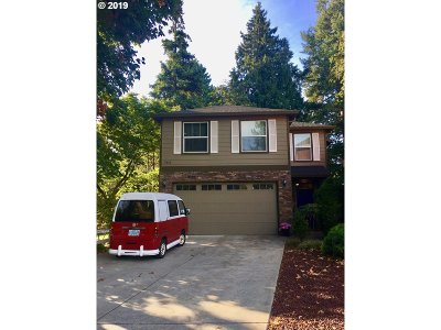 Milwaukie Single Family Home For Sale: 19686 SE Jay St