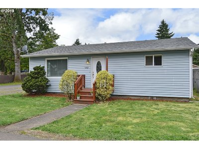 Milwaukie Single Family Home For Sale: 9709 SE 66th Ave
