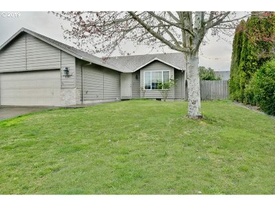 Oregon City, Beavercreek, Molalla, Mulino Single Family Home For Sale: 1201 Meadow Dr