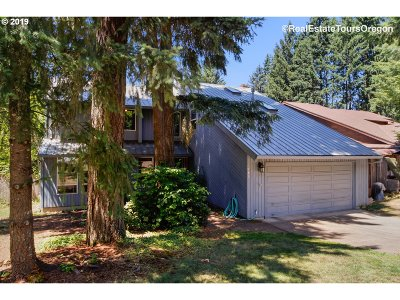 Beaverton Single Family Home For Sale: 7935 SW Carol Glen Pl