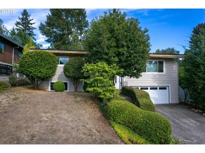 Milwaukie Single Family Home For Sale: 12224 SE 38th Ave