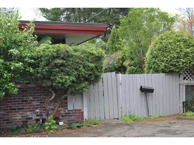 Beaverton Multi Family Home For Sale: 5420 SW Hall Blvd