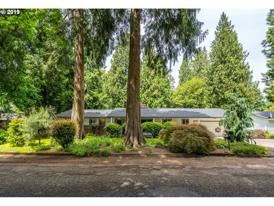 Milwaukie Single Family Home For Sale: 6025 SE Eric St