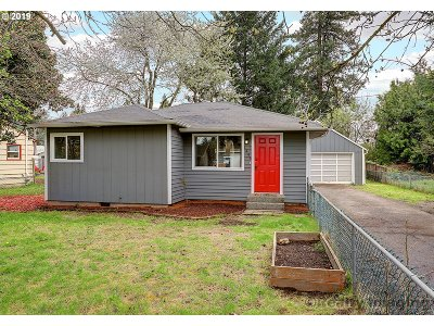Portland Single Family Home For Sale: 1446 SE 174th Ave