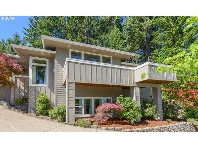 Eugene Single Family Home For Sale: 90 Marlboro Ln