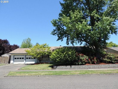 Salem Single Family Home For Sale: 3805 SE Glenwood Loop