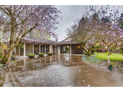 Milwaukie Single Family Home For Sale: 14595 SE Kingston Ave