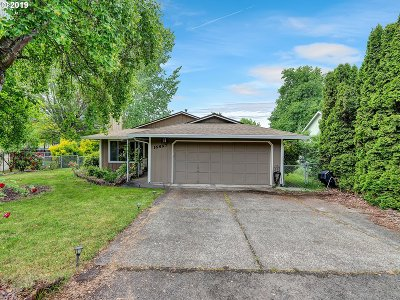 Milwaukie Single Family Home For Sale: 16897 SE Berghammer St