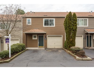 Tualatin Condo/Townhouse For Sale: 7151 SW Sagert St #103