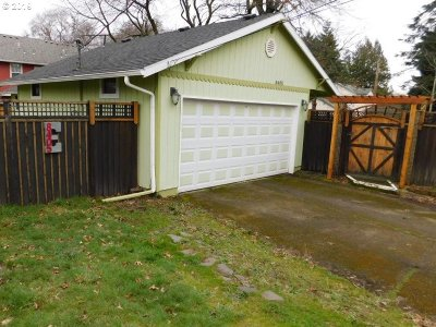Single Family Home For Sale: 8405 SE Kelly St