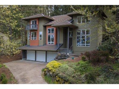 Lake Oswego Single Family Home For Sale: 18018 Gimley Ct