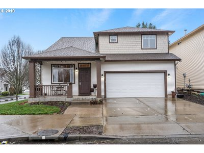 Multnomah County, Clackamas County, Washington County, Clark County, Cowlitz County Single Family Home For Sale: 3201 SE 195th Ave