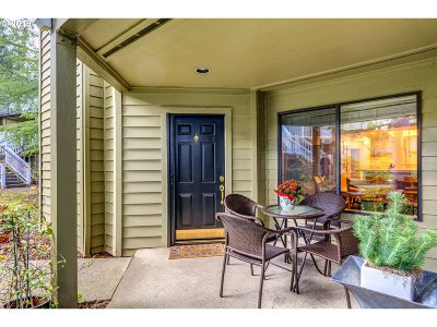 Lake Oswego Condo/Townhouse For Sale: 5054 Foothills Dr #D