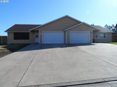 Roseburg Multi Family Home For Sale: 151 Kylee St