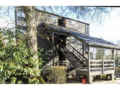 Lake Oswego Condo/Townhouse For Sale: 100 Kerr Pkwy #46