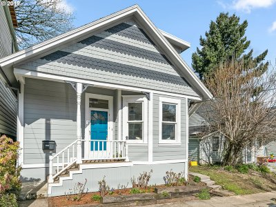 Single Family Home For Sale: 121 SW Whitaker St
