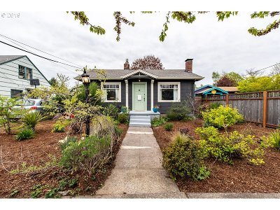 Portland Single Family Home For Sale: 3327 SE 67th Ave