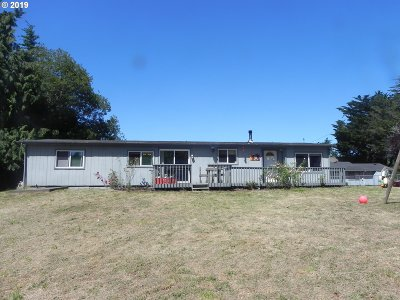 Bandon Single Family Home For Sale: 88326 Hwy 42