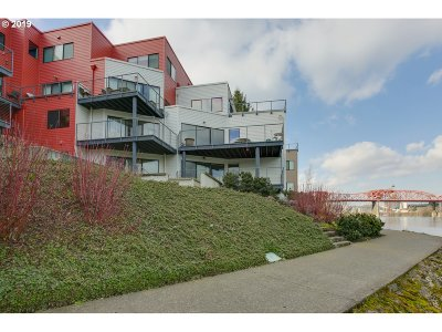 Condo/Townhouse For Sale: 710 NW Naito Pkwy #C18
