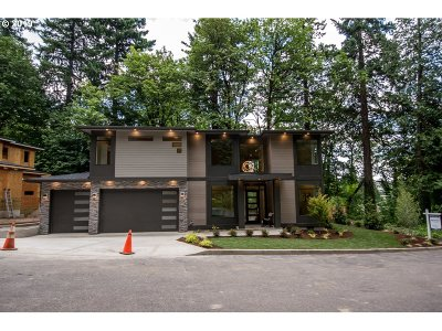 Lake Oswego Single Family Home For Sale: 13366 Briarwood Ln