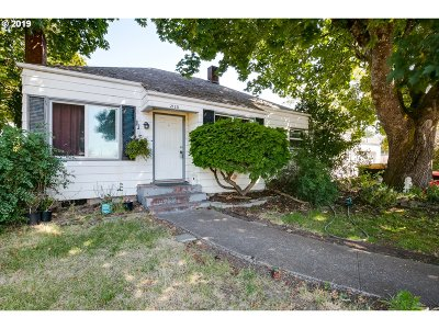 Springfield Single Family Home For Sale: 2120 A St