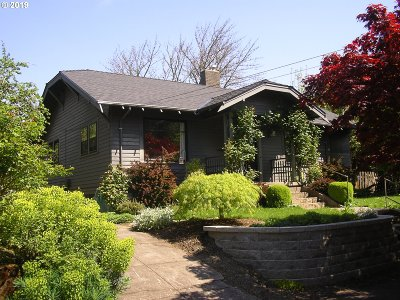 Portland Single Family Home For Sale: 3303 SE Harrison St