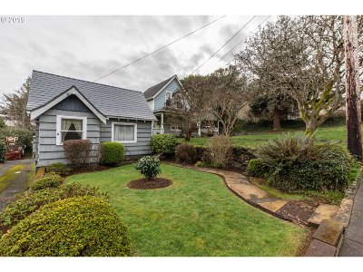 Coos Bay Single Family Home For Sale: 846 S 11th St