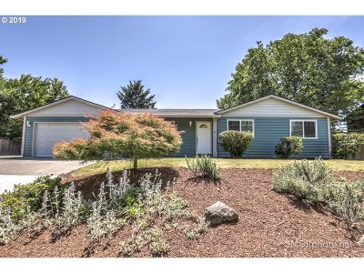 Forest Grove Single Family Home For Sale: 946 Willamina Ave