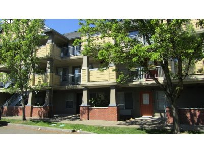 Portland Condo/Townhouse For Sale: 9837 NE Irving St #321