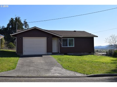 Coquille OR Single Family Home For Sale: $179,000