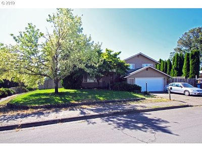 Springfield Single Family Home For Sale: 788 70th St