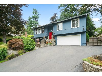 Milwaukie Single Family Home For Sale: 16626 SE Round Oaks Ct