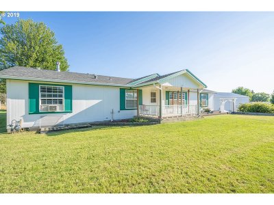 Umatilla County Single Family Home For Sale: 951 Nelson Ln