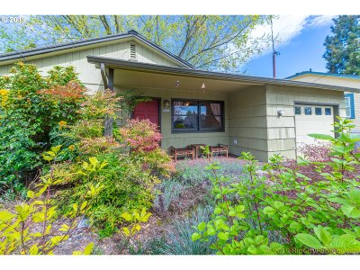 Multnomah County Single Family Home For Sale: 7007 N Columbia Way