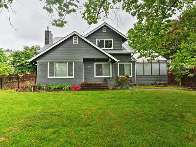 Single Family Home For Sale: 9119 SE Lincoln St