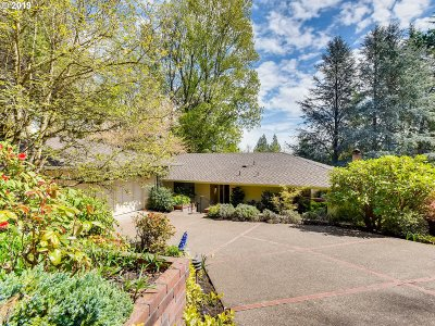 Lake Oswego Single Family Home For Sale: 16 Independence Ave