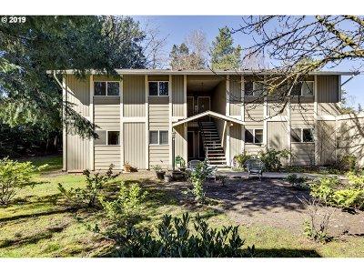 Washington County Condo/Townhouse For Sale: 6610 SW Terri Ct #10