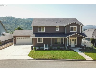 Roseburg Single Family Home For Sale: 786 North View Dr
